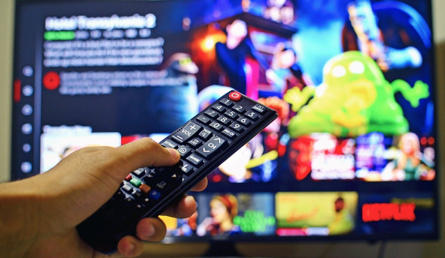 a picture of a remote control pointing to a TV
